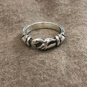 James Avery RETIRED hand in hand ring // sz 6.5